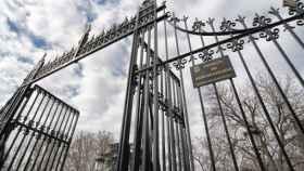 Puerta Sáinz de Baranda del Parque de El Retiro que conecta con la biblioteca pública. Europa Press