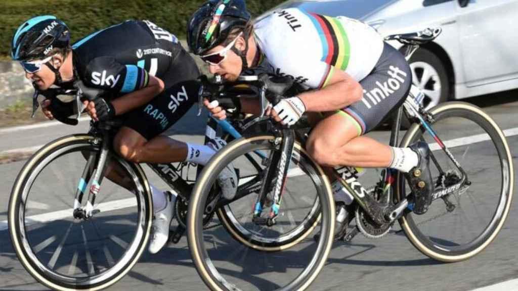 Peter Sagan, bajando un puerto en posición 'bicho bola' cuando estaba vinculado al Tinkoff-Saxo Bank