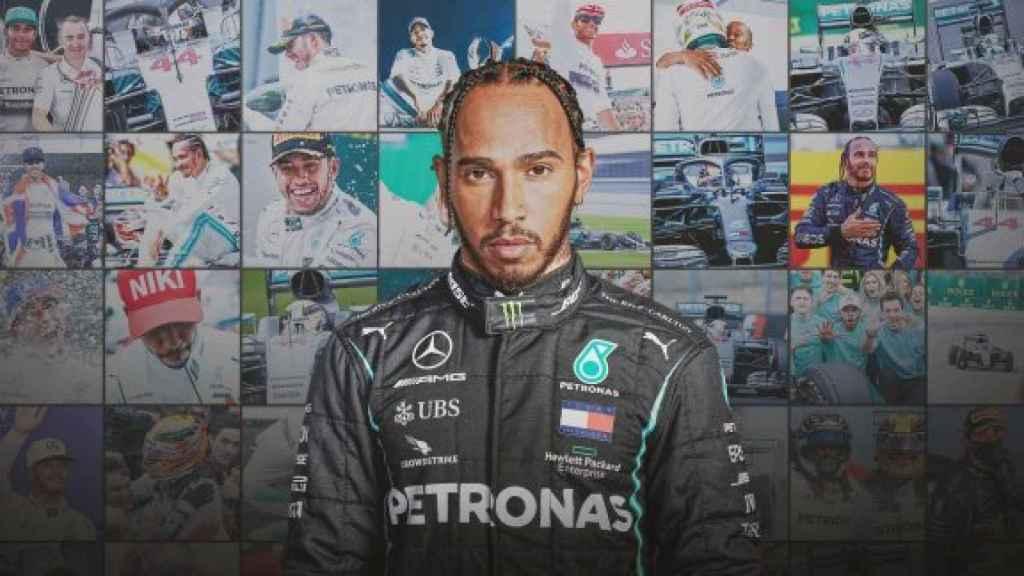 Lewis Hamilton, en el montaje de su renovación con Mercedes