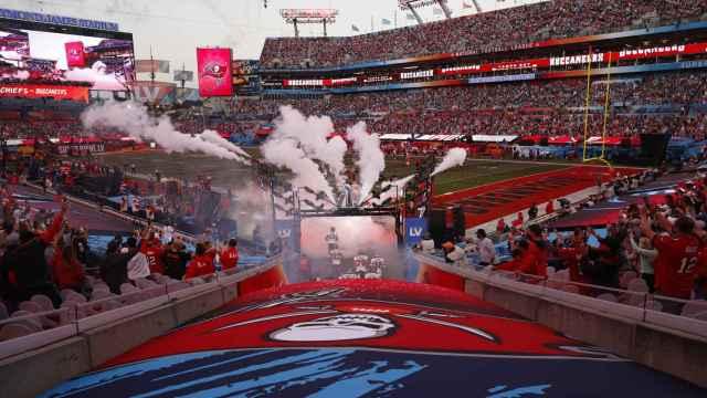 Inicio de la Super Bowl con la salida de los equipos