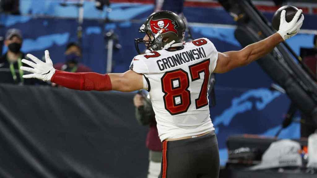 Rob Gronkowski celebra su touchdown