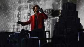 The Weeknd, durante la actuación del intermedio de la Super Bowl