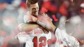 Tom Brady celebra su séptimo anillo con su familia