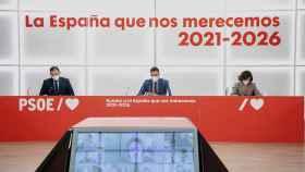 Sánchez, Ábalos y Calvo, este lunes en la reunión de la Ejecutiva del PSOE.