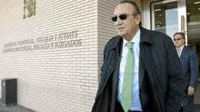 Carlos Fabra, a las puertas del juzgado en una imagen de archivo. EE