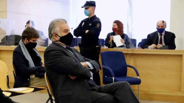 El extesorero del Partido Popular, Luis Bárcenas, en la primera sesión del juicio de la caja B del PP. Efe