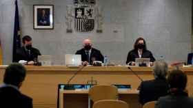 Los magistrados Fernando Andreu (i), Antonio Romeral (c) y María Fernanda García (d) durante el juicio a Luis Bárcenas.