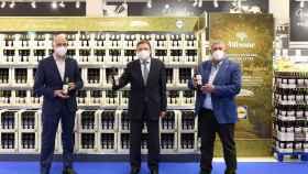 De izquierda a derecha: Claus Grande, director general de Lidl España; Luis Planas, ministro de Agricultura, Pesca y Alimentación; Lorenzo Ramos, secretario general de la UPA