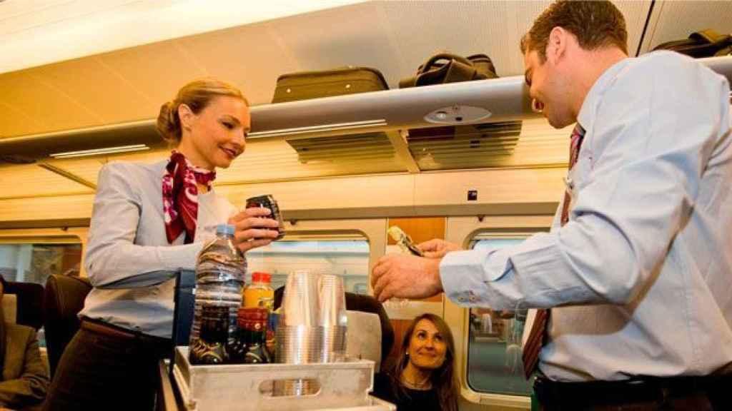 Renfe aplaza el 'megacontrato' de restauración en trenes y acuerda un contrato 'parche' con Ferrovial por la Covid