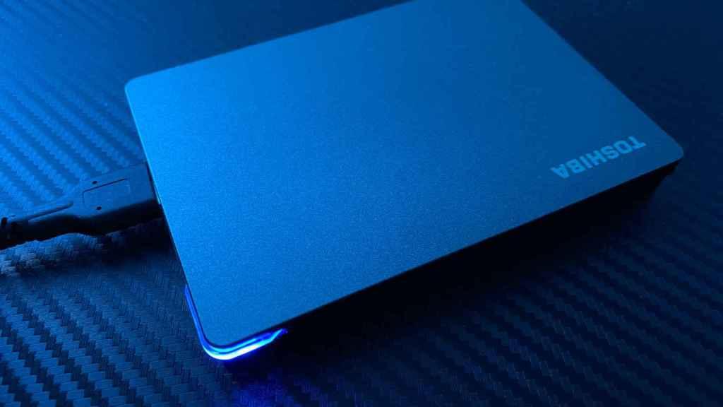 La iluminación del Toshiba Canvio Gaming es su aspecto estético más llamativo