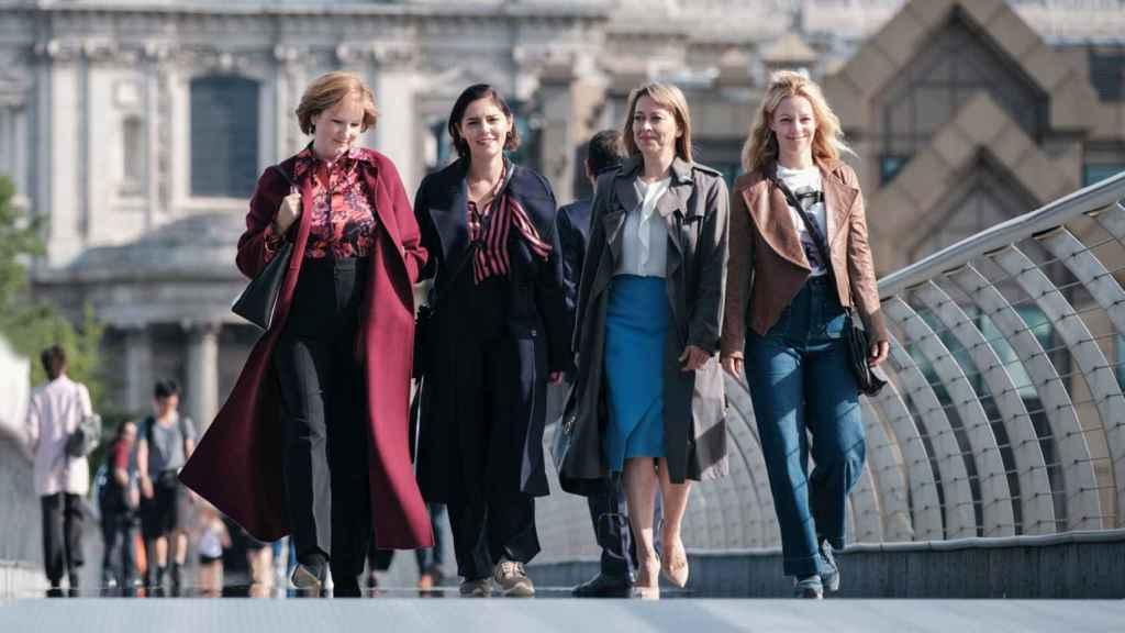 La relación de la madre y las tres hermanas es el corazón de la serie.
