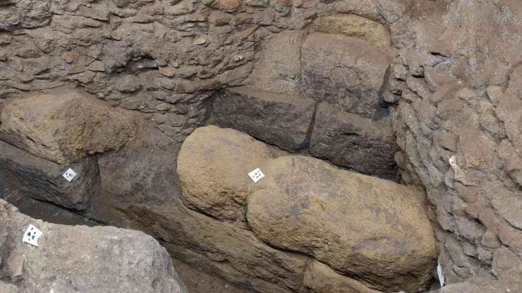 Restos de la muralla del siglo IV a.C. hallada durante las obras.