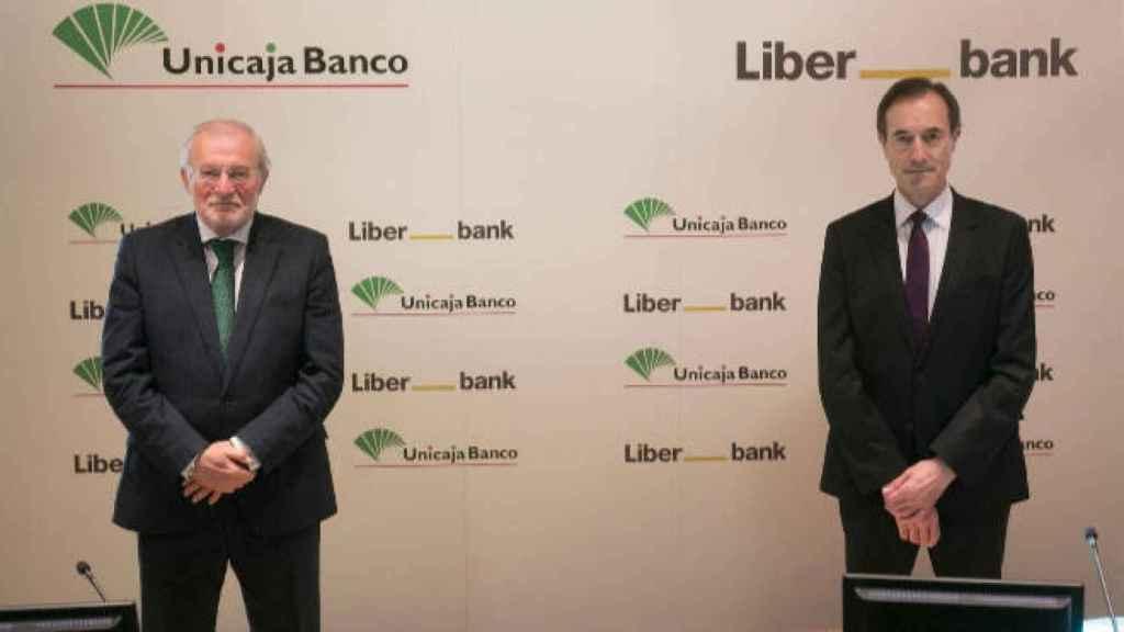 Manuel Azuaga (Unicaja) y Manuel Menéndez (Liberbank)