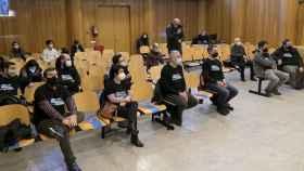 Los activistas del BNG denunciados por la familia Franco por reclamar la devolución de la Casa Cornide, en el banquillo de los acusados del Juzgado de Instrucción número 4.