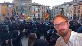 El profesor Tomas Macsotay ha creado un archivo que incluye los recientes ataques a Vox en Vic.
