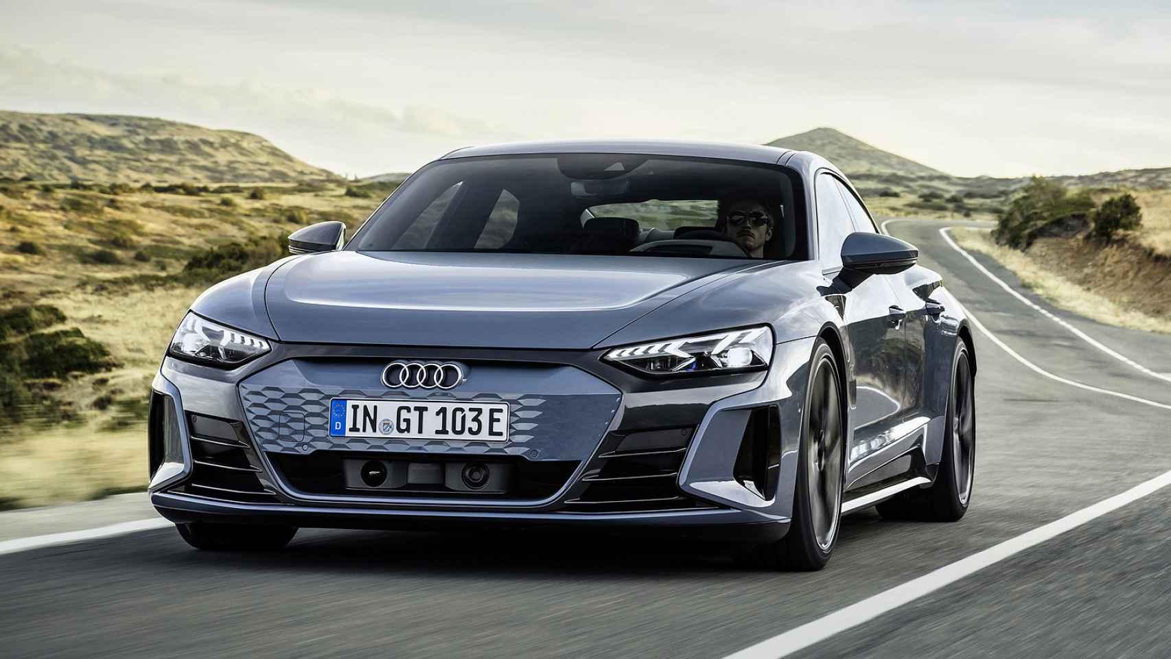 El Audi e-tron GT es un deportivo coupé 100% eléctrico con cinco puertas y cuatro plazas.