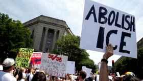 Protestas en contra del Servicio de Inmigración y Control de Aduanas.