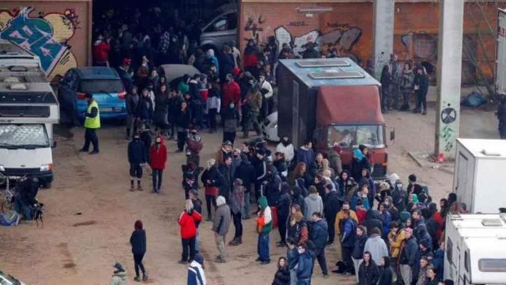 Al menos 400 personas estuvieron en la nave industrial en la que se ha celebrado la 'rave' de Llinars.