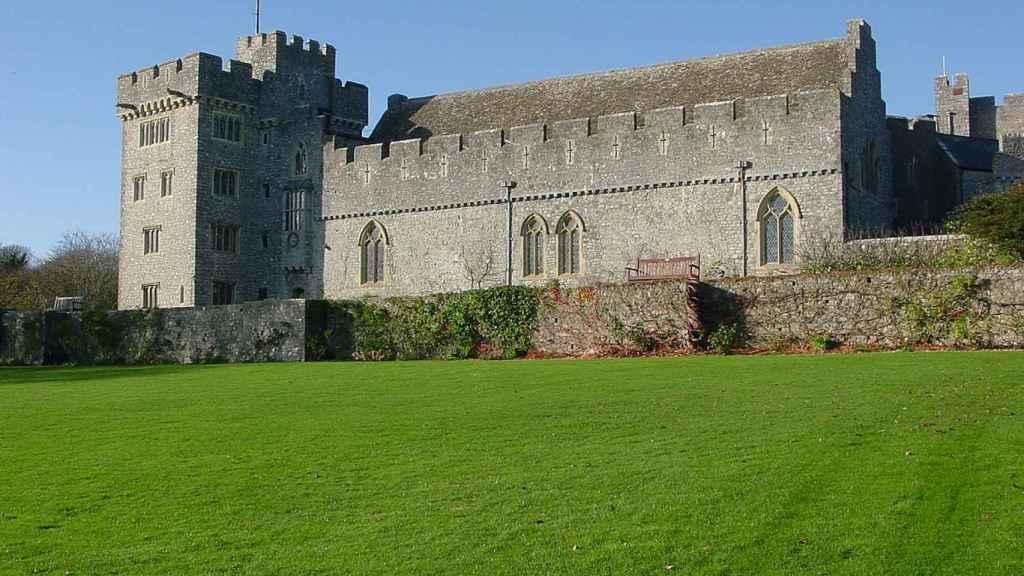 Un lateral del castillo de St Donat's, donde se encuentra el colegio de Leonor.