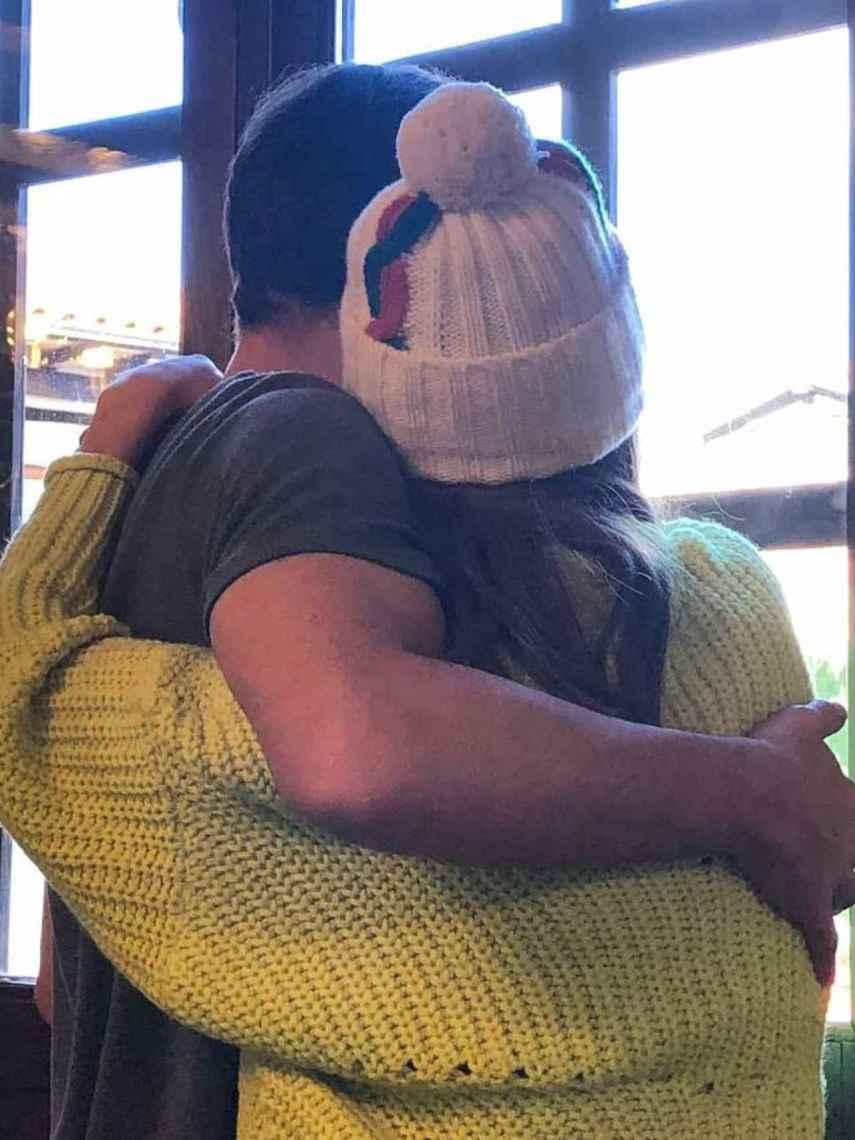 Iker compartió en sus redes este tierno abrazo con Sara para felicitarla por su cumpleaños en 2020.