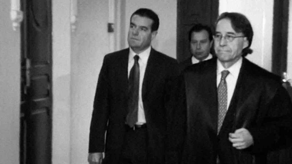 Ismael Álvarez, a su llegada al juicio, con su abogado.