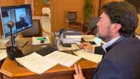 El alcalde de Alicante, Luis Barcala, en la comisión previa al pleno.