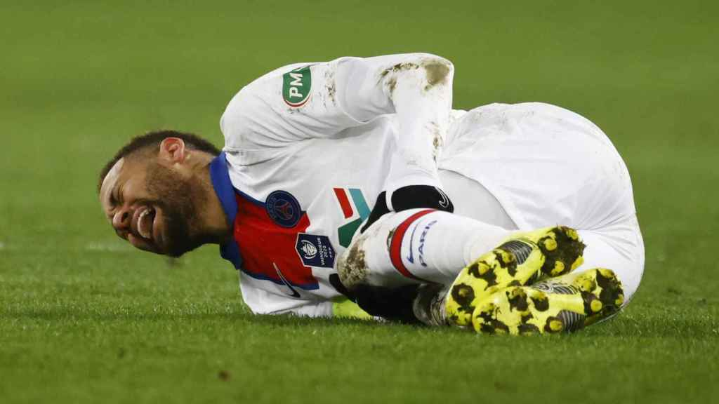 Neymar Júnior, lesionado durante el partido del PSG de la Copa de Francia