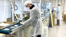 Producción de mascarillas con certificación en la fábrica de Jpov*.