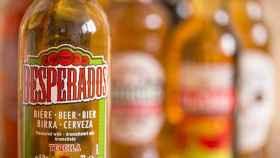 """La guerra del tequila: Heineken, en aprietos por el uso """"indebido"""" del nombre en su cerveza Desperados"""