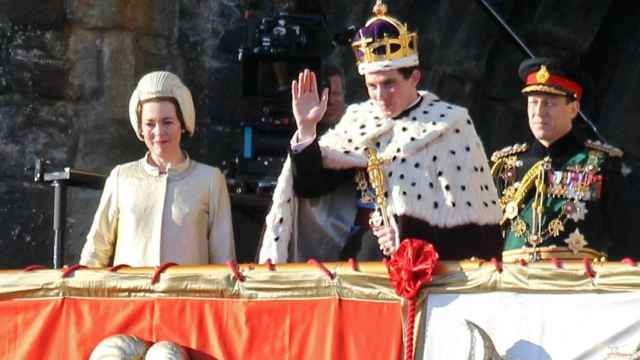 El Príncipe Carlos en su discurso en Gales en el episodio de 'The Crown'.