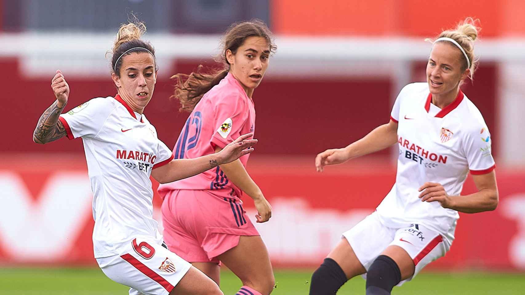 Lorena Navarro en el partido entre el Sevilla y el Real Madrid Femenino
