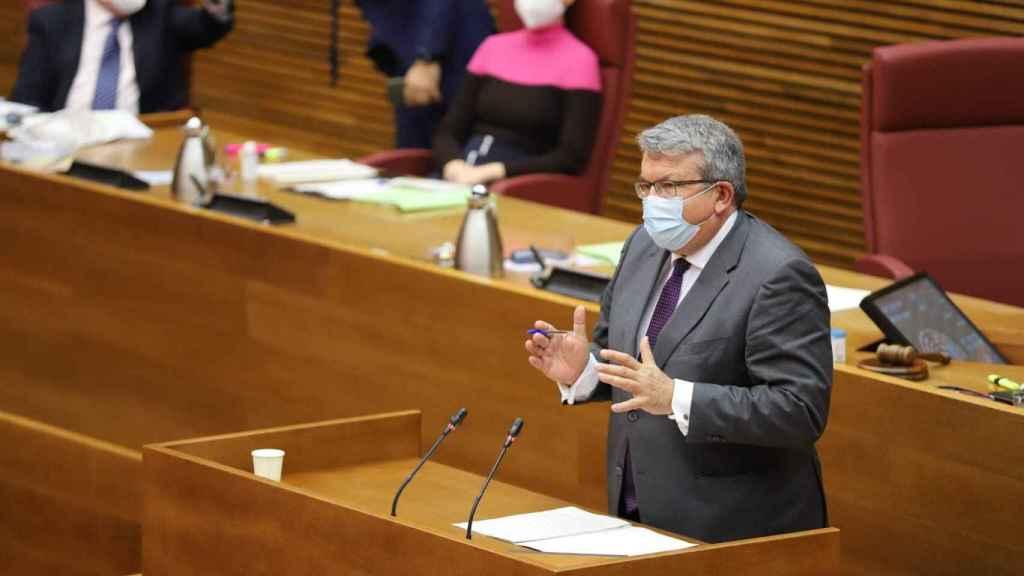 El diputado de Ciudadanos Fernando Llopis, durante su intervención de este jueves. EE