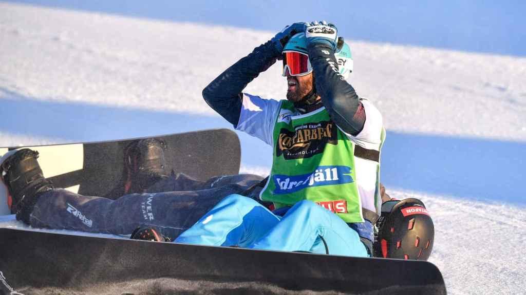 Lucas Eguibar celebrando su victoria en el campeonato del mundo de Snowboard