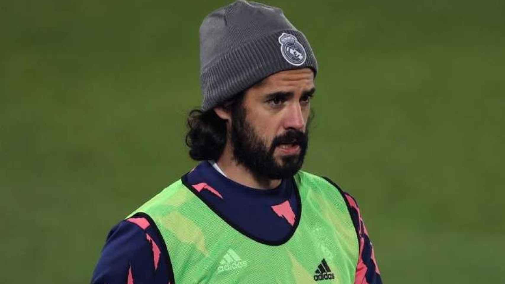 Isco, durante un calentamiento con el Real Madrid