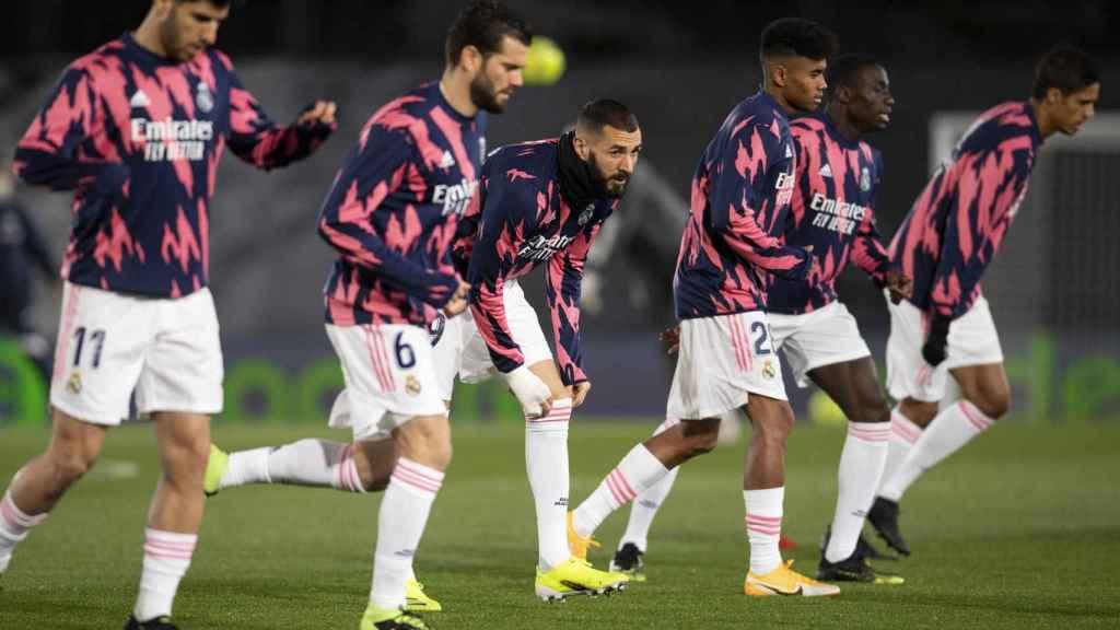 Los jugadores del Real Madrid, durante un calentamiento