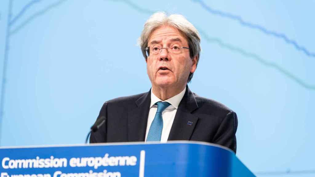 El comisario de Asuntos Económicos, Paolo Gentiloni, durante la presentación este jueves de sus previsiones económicas de invierno