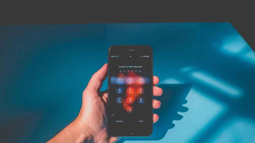 Según un informe de la empresa de telecomunicaciones Verizon,el 81%de los ciberataques se producen como resultado de contraseñas comprometidas (robadas, reutilizadaso demasiado sencillas). Foto: NeONBRAND / Unsplash.