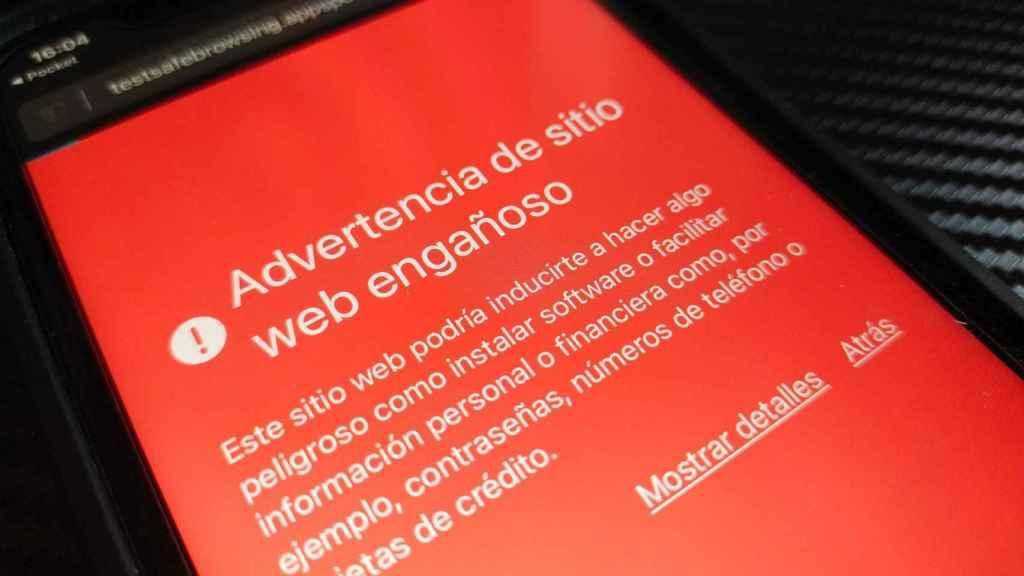Advertencia de sitio web engañoso en un iPhone con Safari
