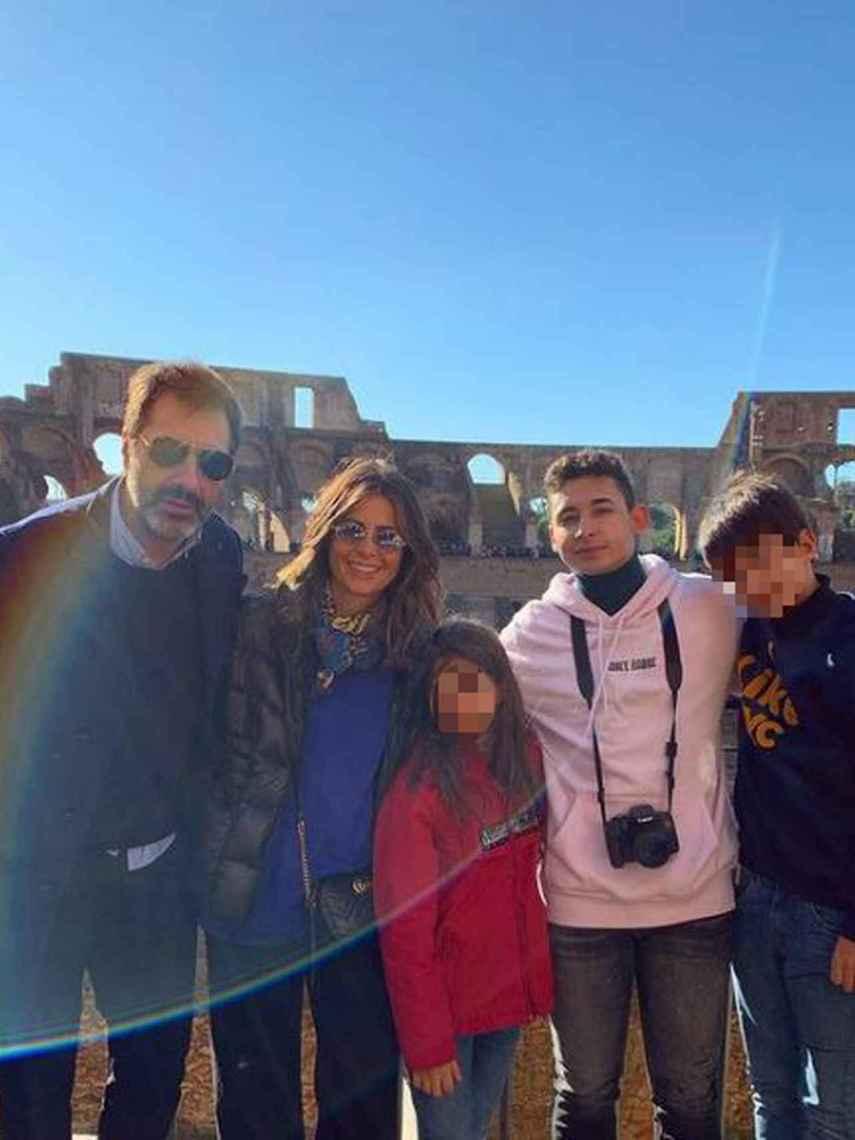Nuria Roca y Juan del Val han formado una gran familia junto a sus tres hijos.