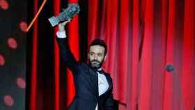 Sorogoyen con el Goya al Mejor director por 'El reino'.
