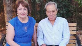 Mateo, fallecido en febrero de 2020 por una bala perdida, junto a su mujer, María del Carmen.