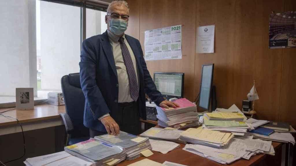 El fiscal antidroga de Málaga, Fernando Bentabol, en su despacho, este pasado miércoles.