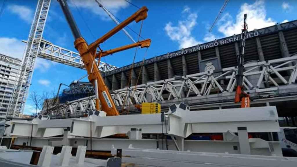 Las piezazs para el montaje de la segunda cercha longitudinal de las obras del Estadio Santiago Bernabéu