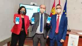 José Luis Martínez Guijarro  con Patricia Franco y José Ángel Morejudo han presentado la app de hostelería segura