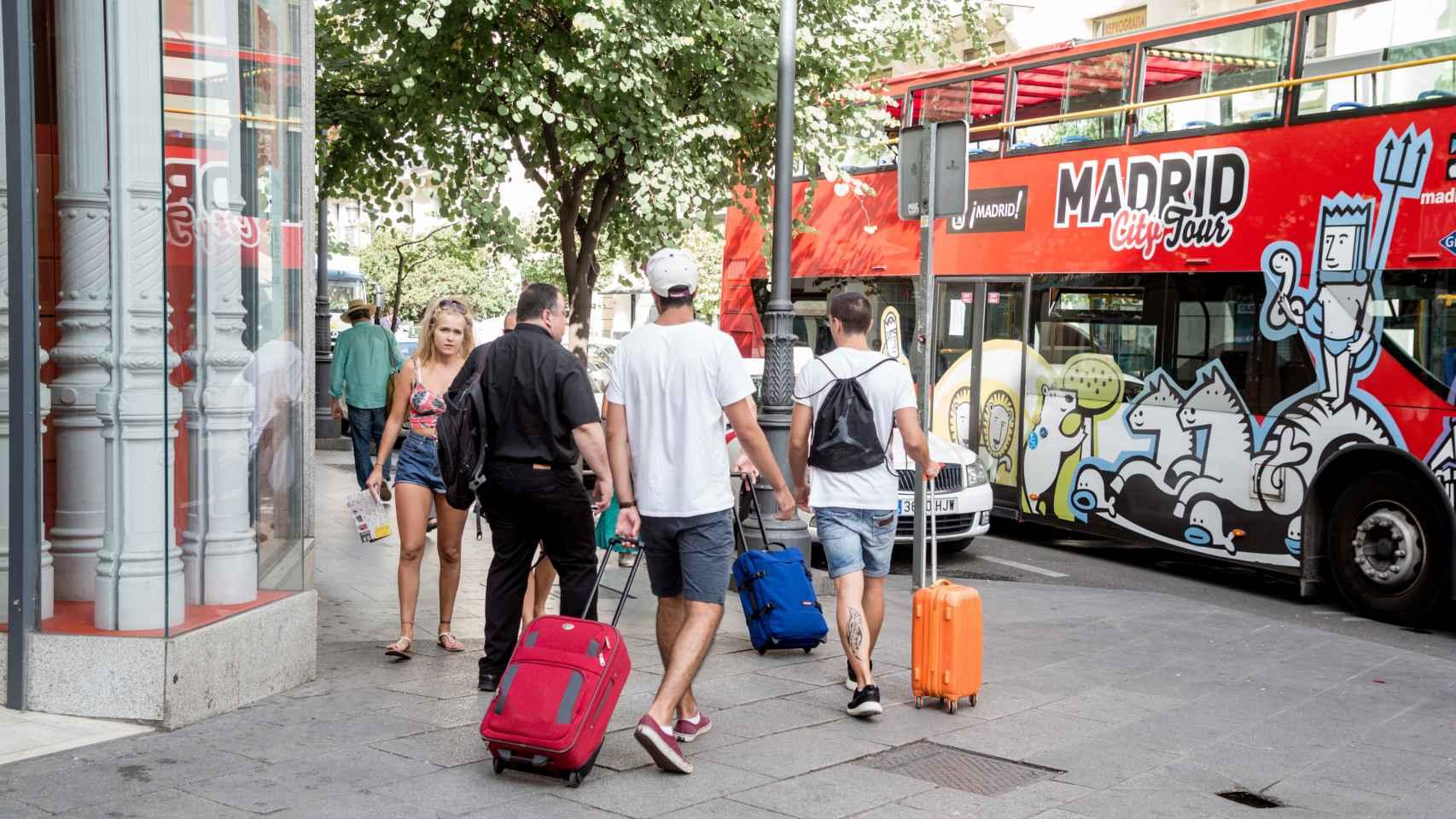 Fotos de recurso de turistas en Madrid.