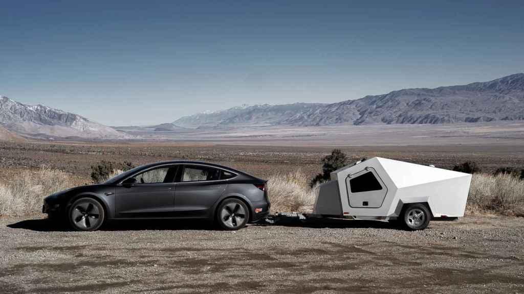 Esta caravana ha sido diseñada para coches como el Tesla Model 3