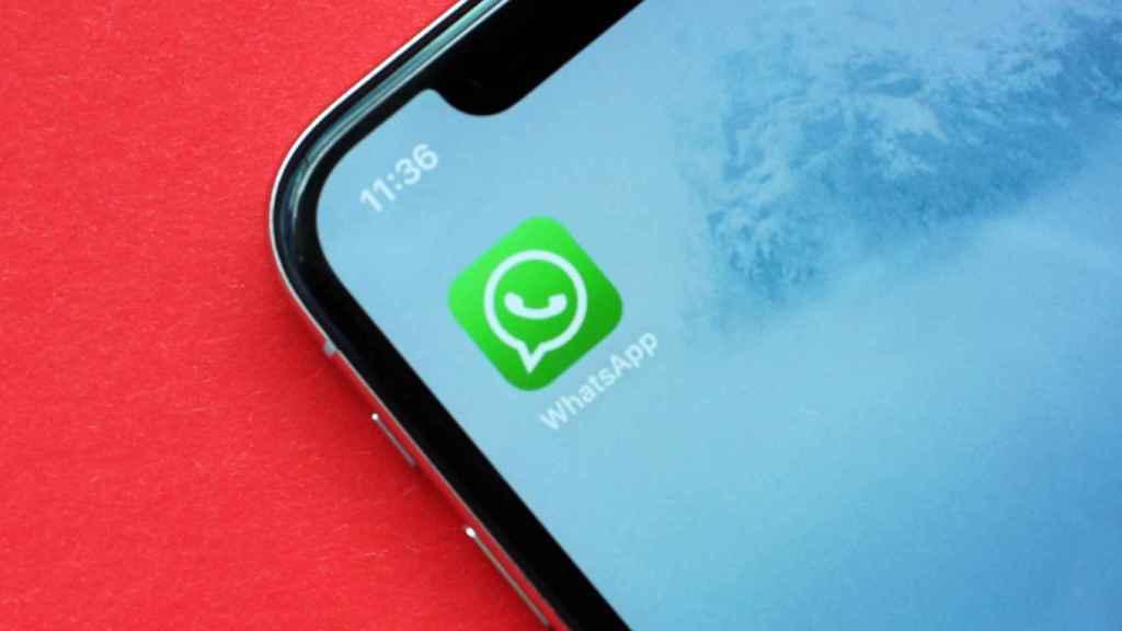 La app de WhatsApp en un móvil.