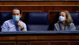 Pablo Iglesias y Nadia Calviño, en el Congreso de los Diputados.
