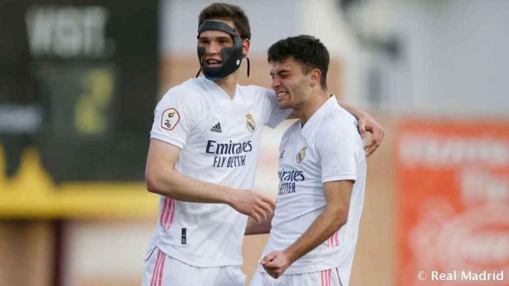 Latasa y Hugo Duro celebran un gol del Real Madrid Castilla