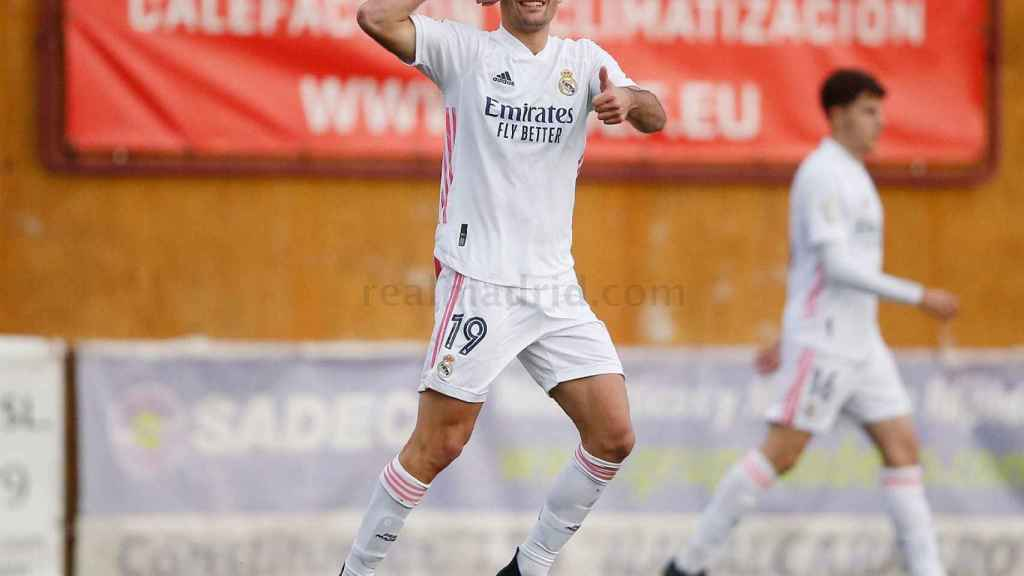 Celebración de Hugo Duro de su gol con el Real Madrid Castilla al Navalcarnero